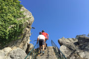 Yincana en bicicleta subiendo escaleras